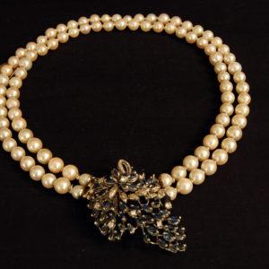 Collier con susta in brillanti , zaffiri , perle e oro bianco