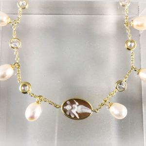 Bracciale in Argento dorato con Cameo Fatina e perle pendenti